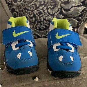 Nike toddler sneakers 5c